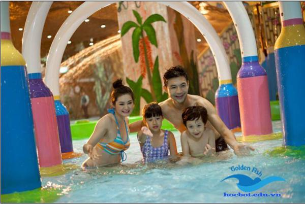 lớp học bơi dành cho gia đình gắn kết yêu thương