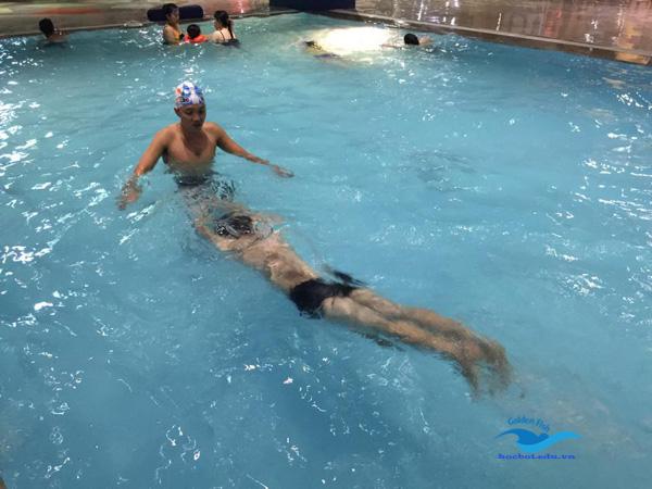 kỹ thuật lướt nước khi bơi