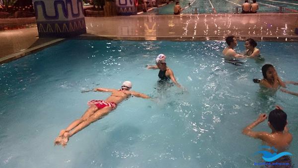học bơi giúp bạn giảm những căng thẳng