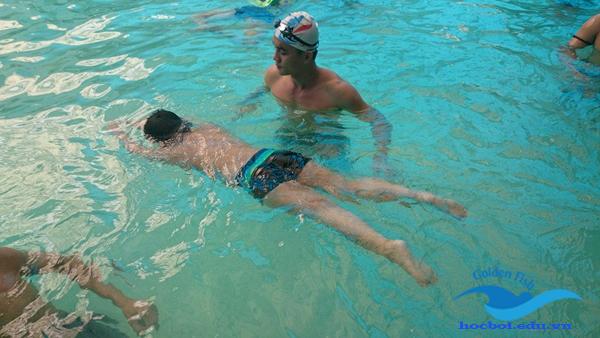 học nổi dưới nước