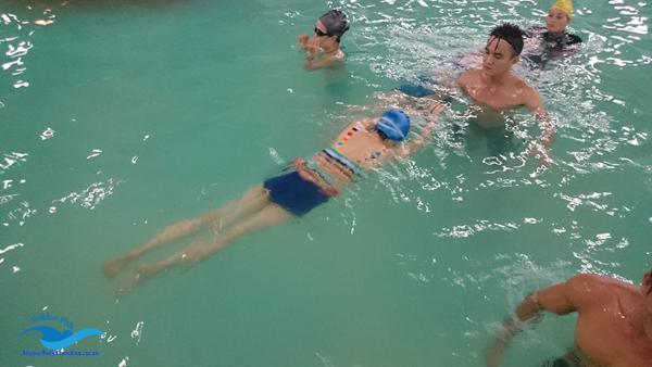 dạy bơi 1 giáo viên/ 1,2 học viên