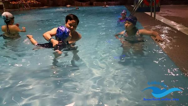 bơi lội điều trị bệnh hen suyễn