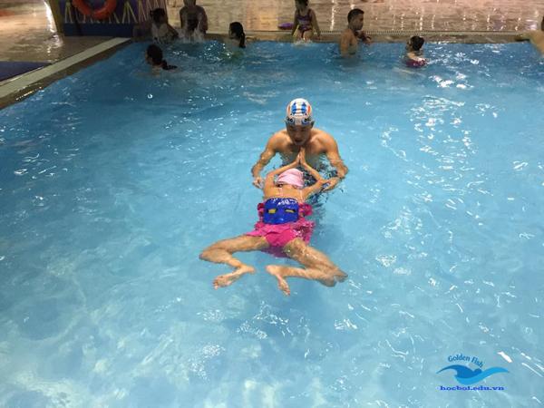 Kỹ thuật đạp chân trong bơi ếch