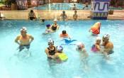 học bơi giúp bé tự tin hơn, điêu ftrij bệnh trầm cảm cho bé