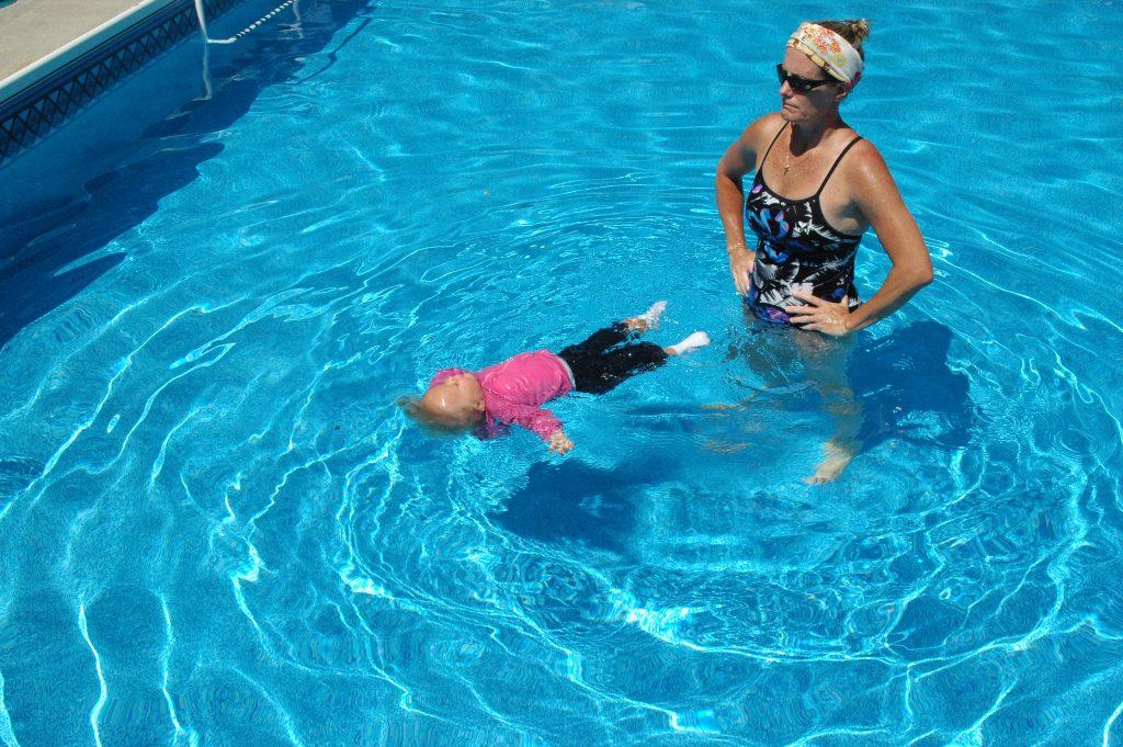 Kết quả hình ảnh cho Lợi ích và cách dạy bé học bơi an toàn và hiệu quả